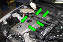 Late 6-cylinder with aluminum valve cover: Remove the five T40 Torx engine cover fasteners (green arrows) by rotating them 90° counterclockwise.