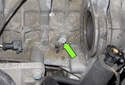NG6 6-cylinder engine: Next remove the crankshaft sensor E8 mounting fastener (green arrow).