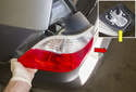 Fender taillight: Then push the taillight out of the fender from inside the trunk while supporting it from the outside and remove it in the direction of the red arrow.