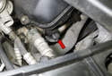 Testing with exhaust sensor installed: The exhaust camshaft sensor is located at the right front of the cylinder head (red arrow).