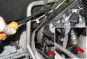 B2S1: Using an oxygen sensor socket (red arrows), loosen the oxygen sensor connection to the exhaust manifold.