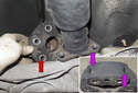 Then move the driveshaft to the side and remove the flex-disc from the vehicle (red arrow).