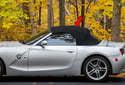 The Z4 is available with two convertible top (red arrow) options, manual and fully automatic.