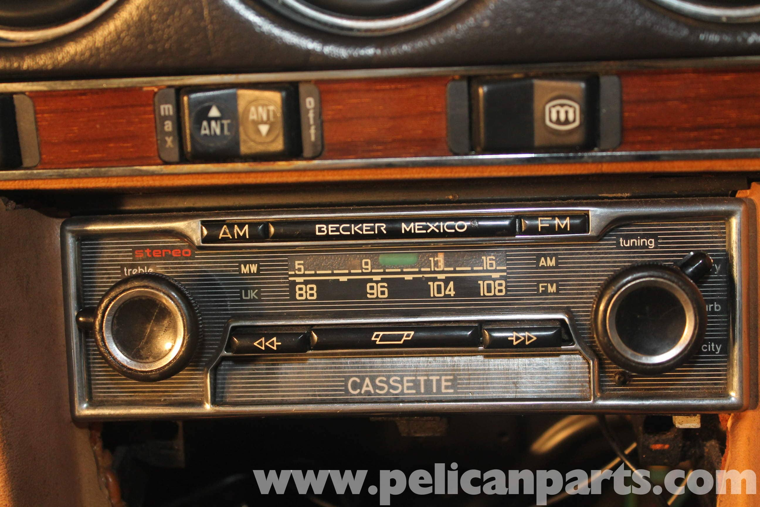 Mercedes benz r107 removal and installation of radio for Mercedes benz radio
