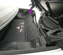 Install the blind to trigger the limit switch (arrow) so that the trunk can be retracted using the Vario roof's button on the console.