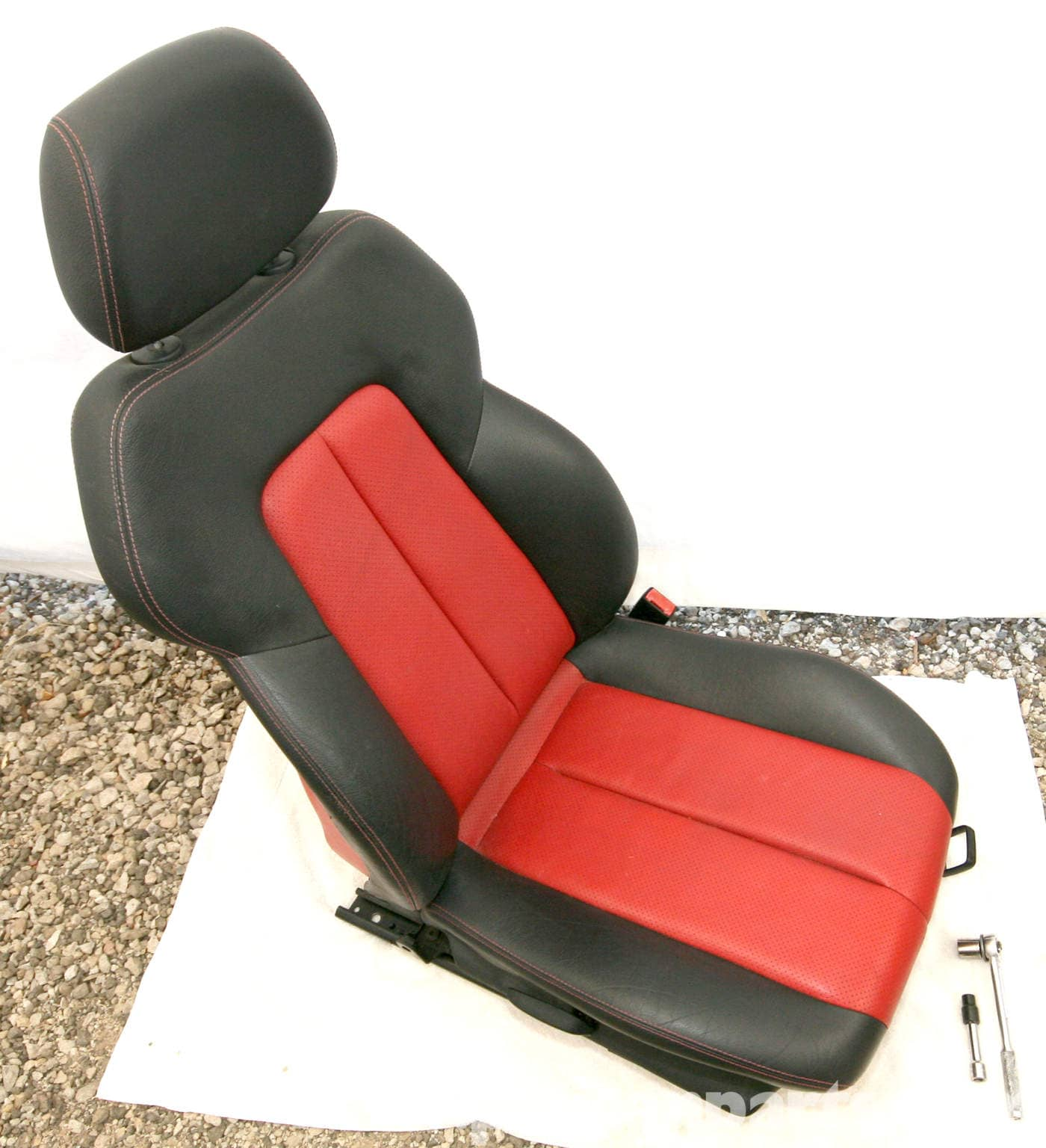 Mercedes benz slk 230 seat removal 1998 2004 pelican for Mercedes benz replacement seat covers