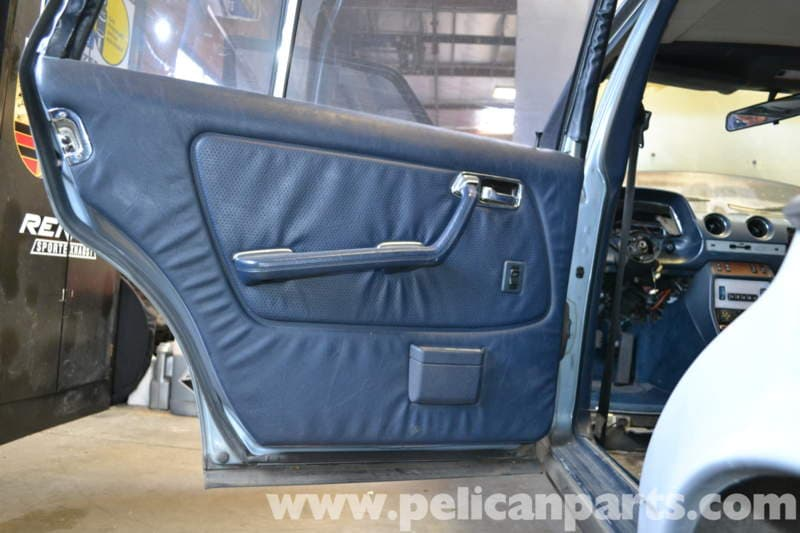 pic01 mercedes benz w123 rear window regulator replacement w123 (1977  at reclaimingppi.co
