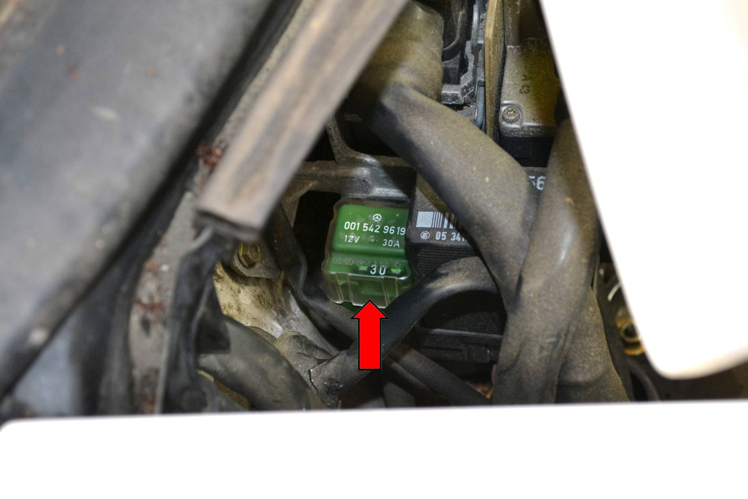 as well Pic further D Vacuum Hose Help Needed Sl Pictures as well  additionally D Sl Fuel Spark Will Not. on mercedes benz fuel pressure regulator