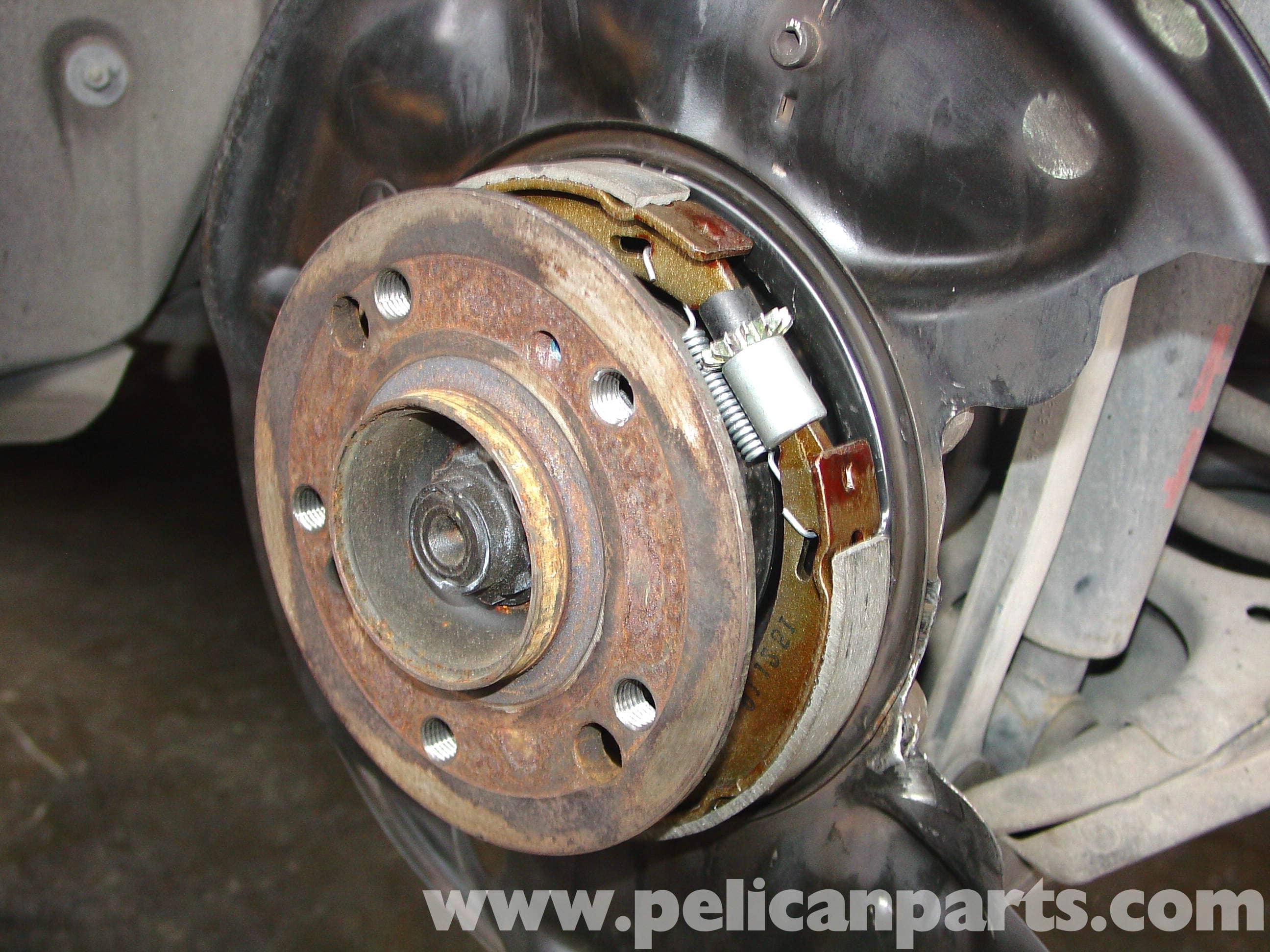 Mercedes benz w124 parking brake shoe replacement 1986 for Brake lining wear mercedes benz e320