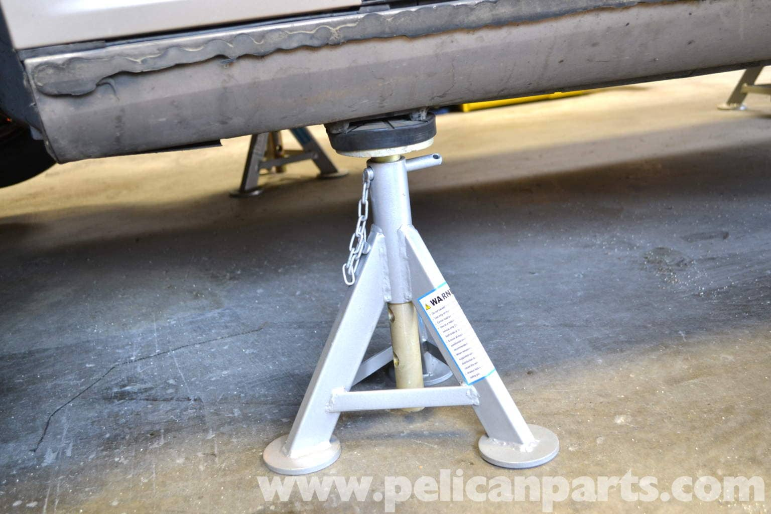 Mercedes benz w203 jacking up your vehicle 2001 2007 for Mercedes benz jack