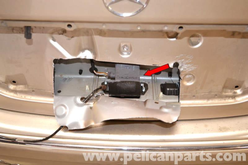 Mercedes Benz Keys Locked In Trunk