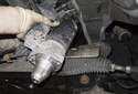 Remove the starter motor as shown.
