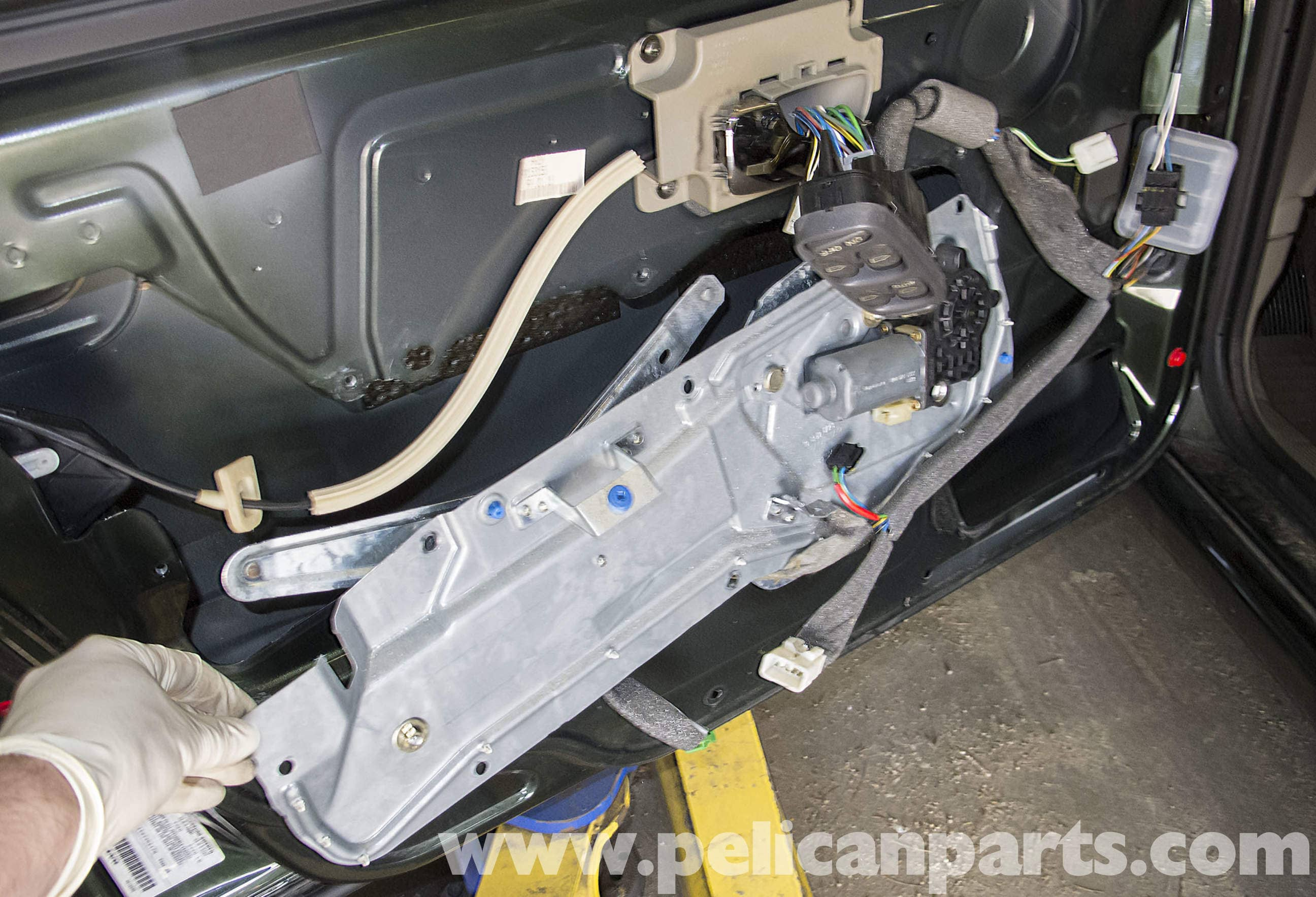 Volvo V70 Front Window Regulator Replacement  1998