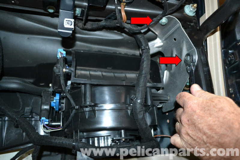 Audi A4 B6 Blower Motor And Resistor Removal  2002