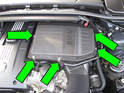 6-cylinder engine with turbocharger: Using a flat blade screwdriver, release the air filter lid clips (green arrows).