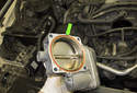 Be sure to replace the throttle body sealing O-ring (green arrow).