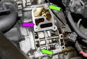 M54 6-cylinder engine: Clean the engine sealing surface (purple arrow).