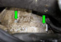 M54 6-cylinder engine: Next, you have to remove the starter bolts (green arrows).