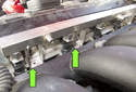 Normally aspirated engine: Evenly press the fuel rail with the injectors into the cylinder head.