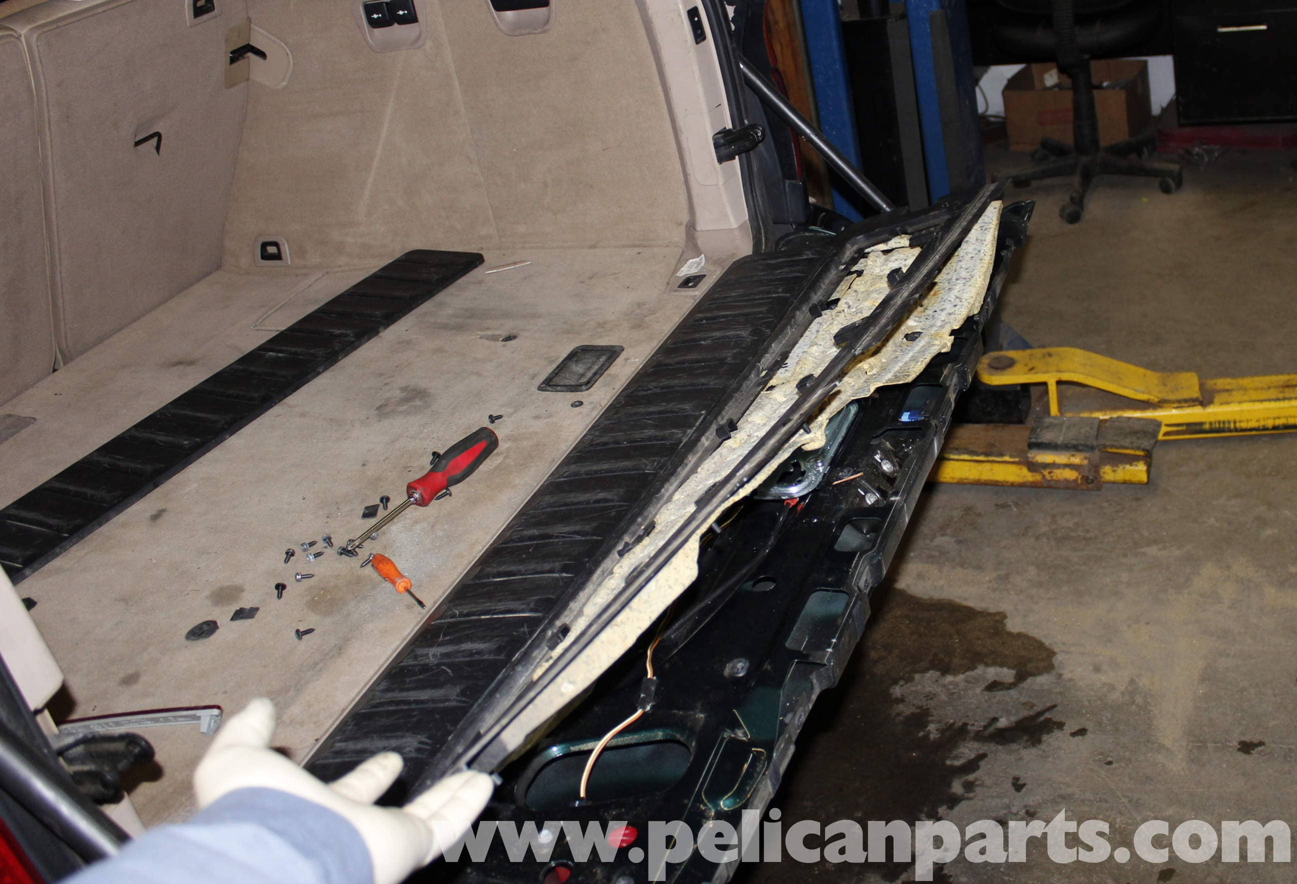 BMW X5 Tailgate Lower Latch Replacement (E53 2000 - 2006)   Pelican