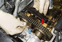 Remove the timing chain guide (red arrow) and bracket (blue arrow) from the cylinder head.