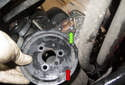 Remove the power steering pump pulley (red arrow) from the power steering pump (green arrow).