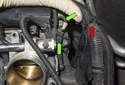 Intake camshaft sensor: Pull the wiring harness away from the rear of the cylinder head (red arrow).