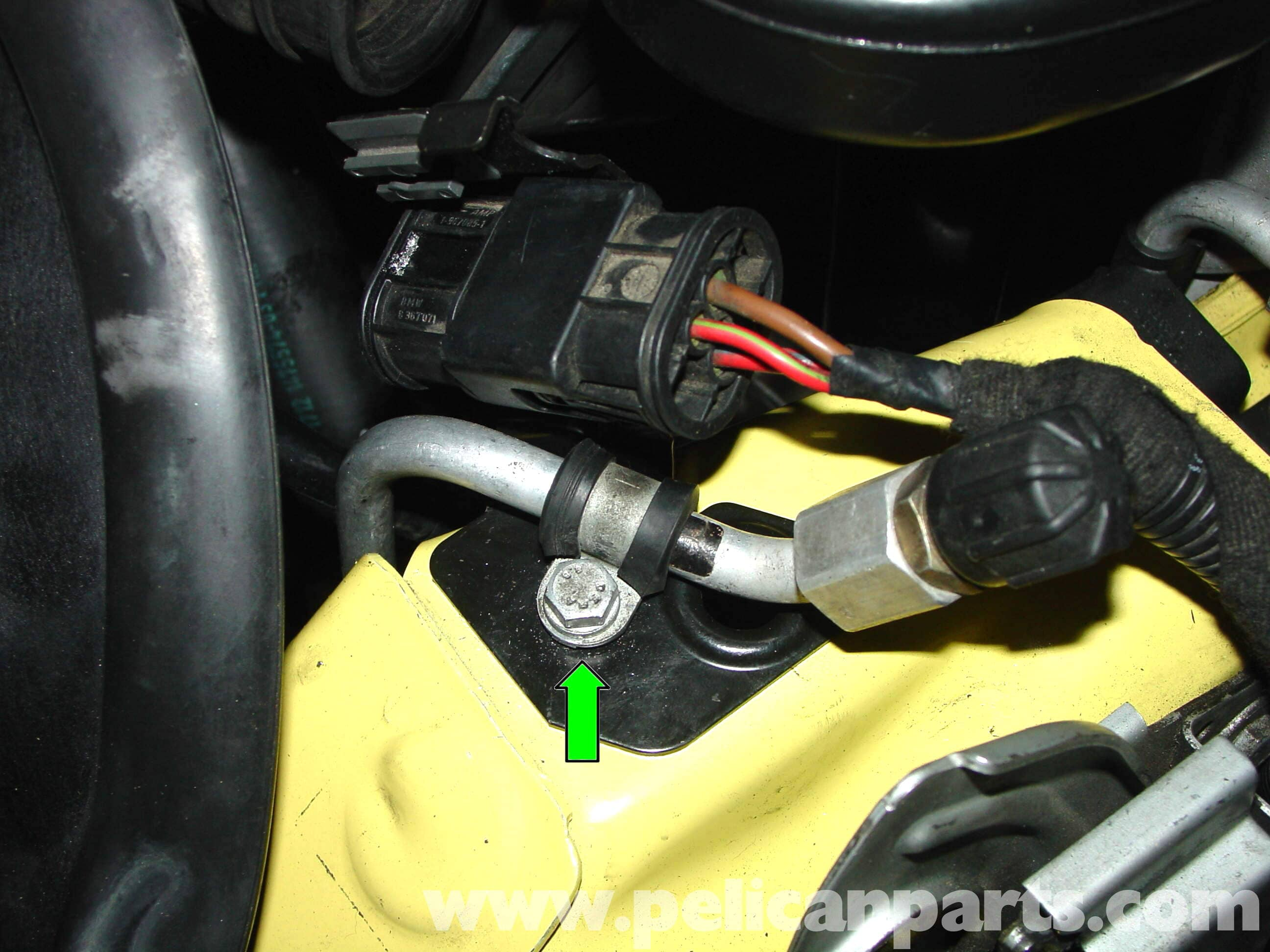 pic06 mini cooper radiator, thermostat and hose replacement (r50 r52 r53 Compressor Wiring Diagram at gsmx.co