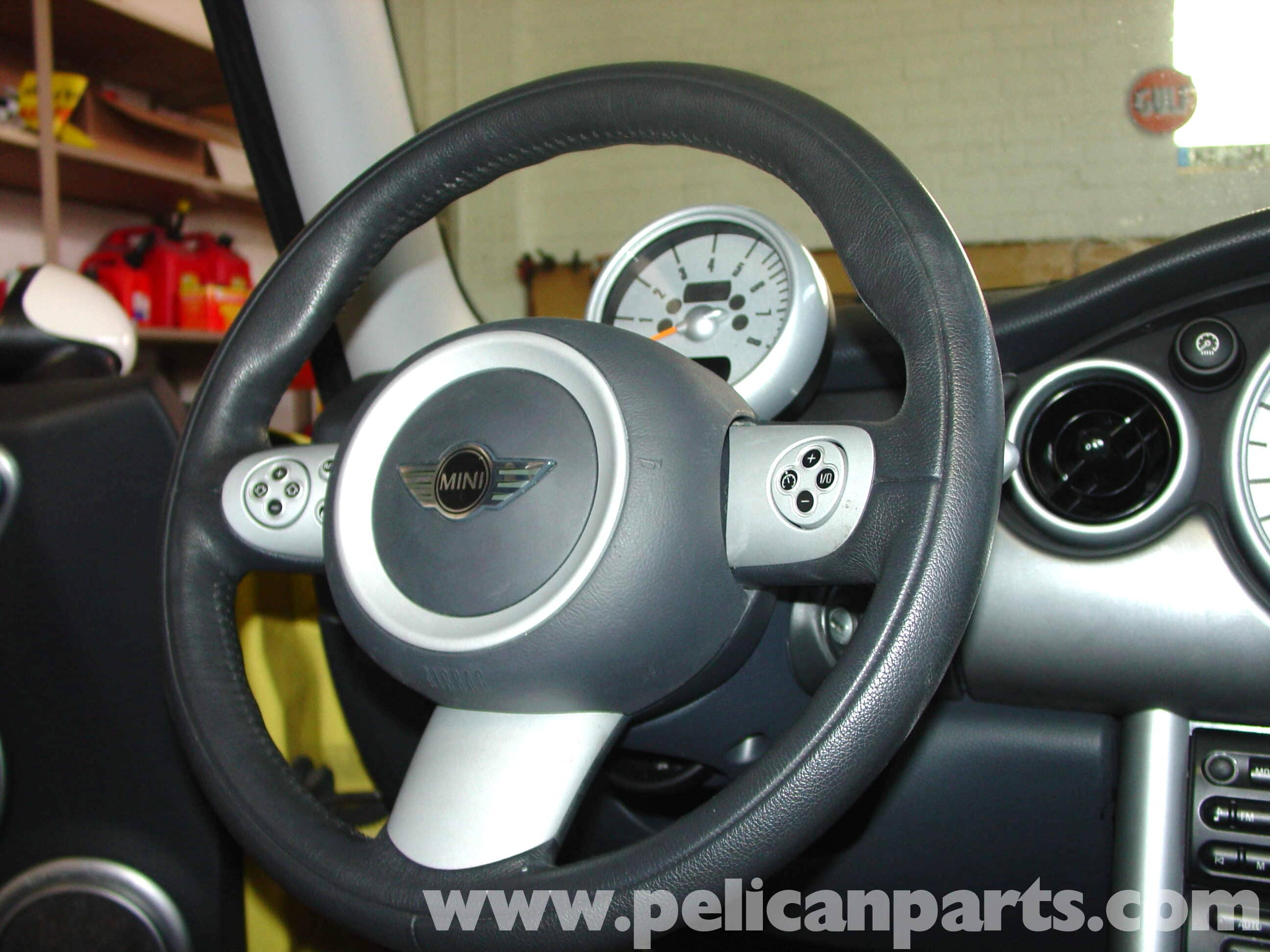 mini cooper changing airbag and steering wheel r50 r52 r53 2001 rh pelicanparts com