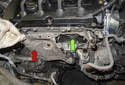 Remove the heat shield (red arrow) and the exhaust manifold gasket (green arrow).