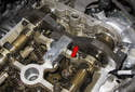 Next, lock the camshafts in place using the locking tool 11 9 550, 11 9 551 and 11 9 552 (red arrow).