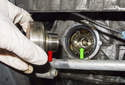 Remove the crankshaft pulley hub (red arrow) from the timing chain and engine.