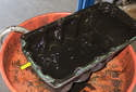 Remove the paper gasket, and clean the oil pan gasket sealing groove.