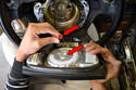 Pull the airbag unit from the wheel and disconnect the plug (red arrows).