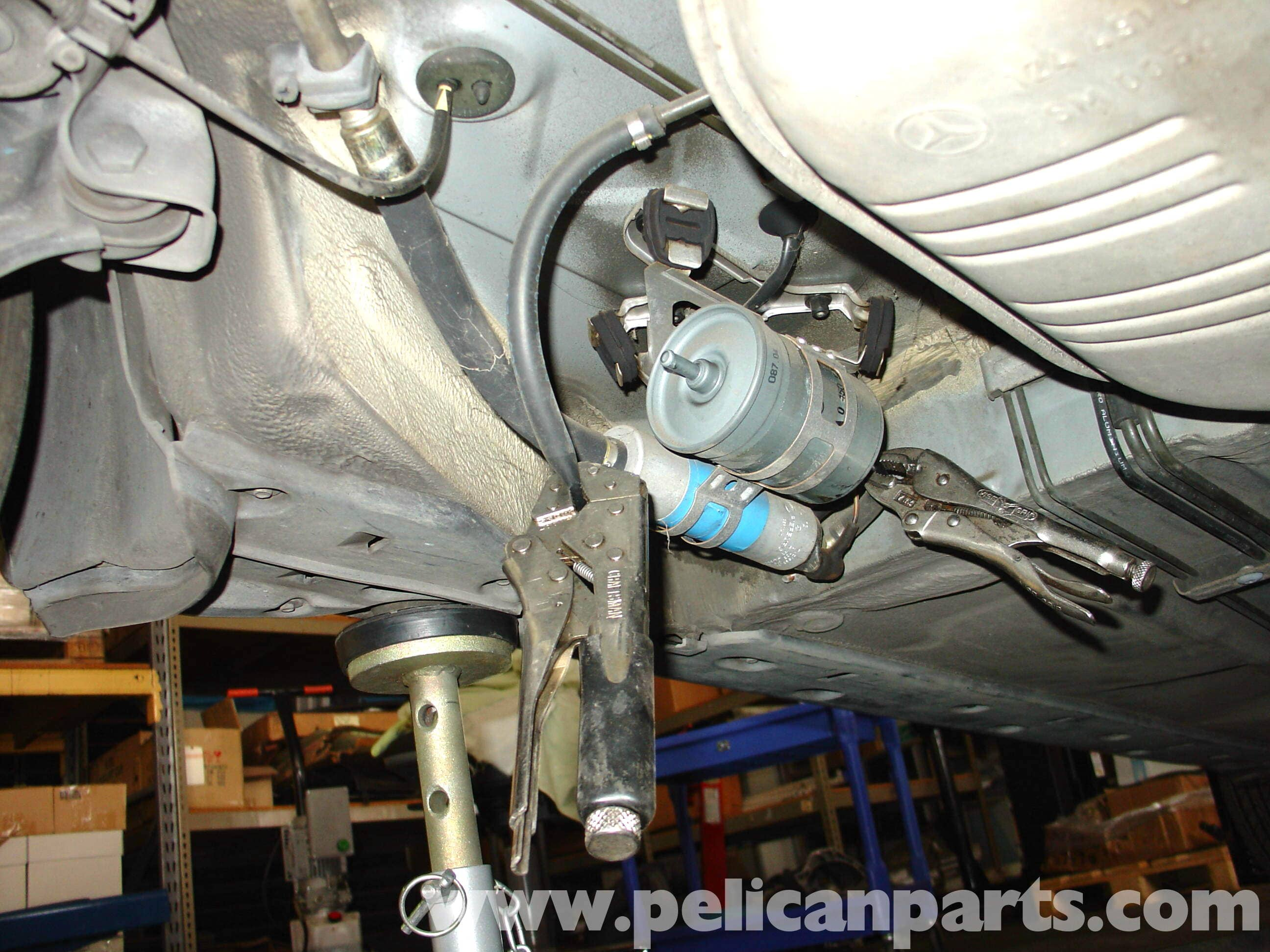 pic05 mercedes benz w210 fuel filter replacement (1996 03) e320, e420 Mercedes Fuel Pump Relay Troubleshooting at pacquiaovsvargaslive.co