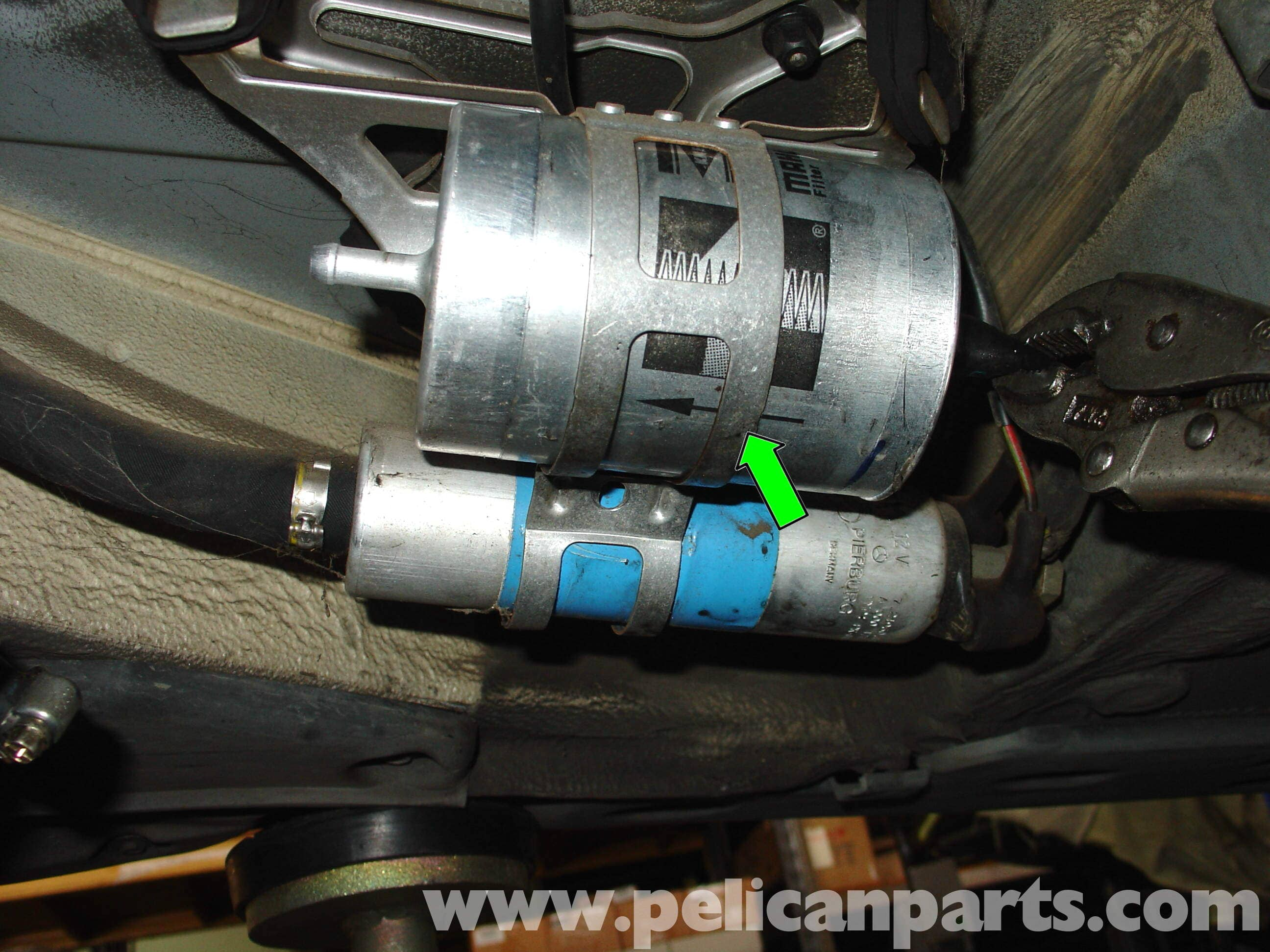 pic06 mercedes benz w210 fuel filter replacement (1996 03) e320, e420 Mercedes Fuel Pump Relay Troubleshooting at pacquiaovsvargaslive.co