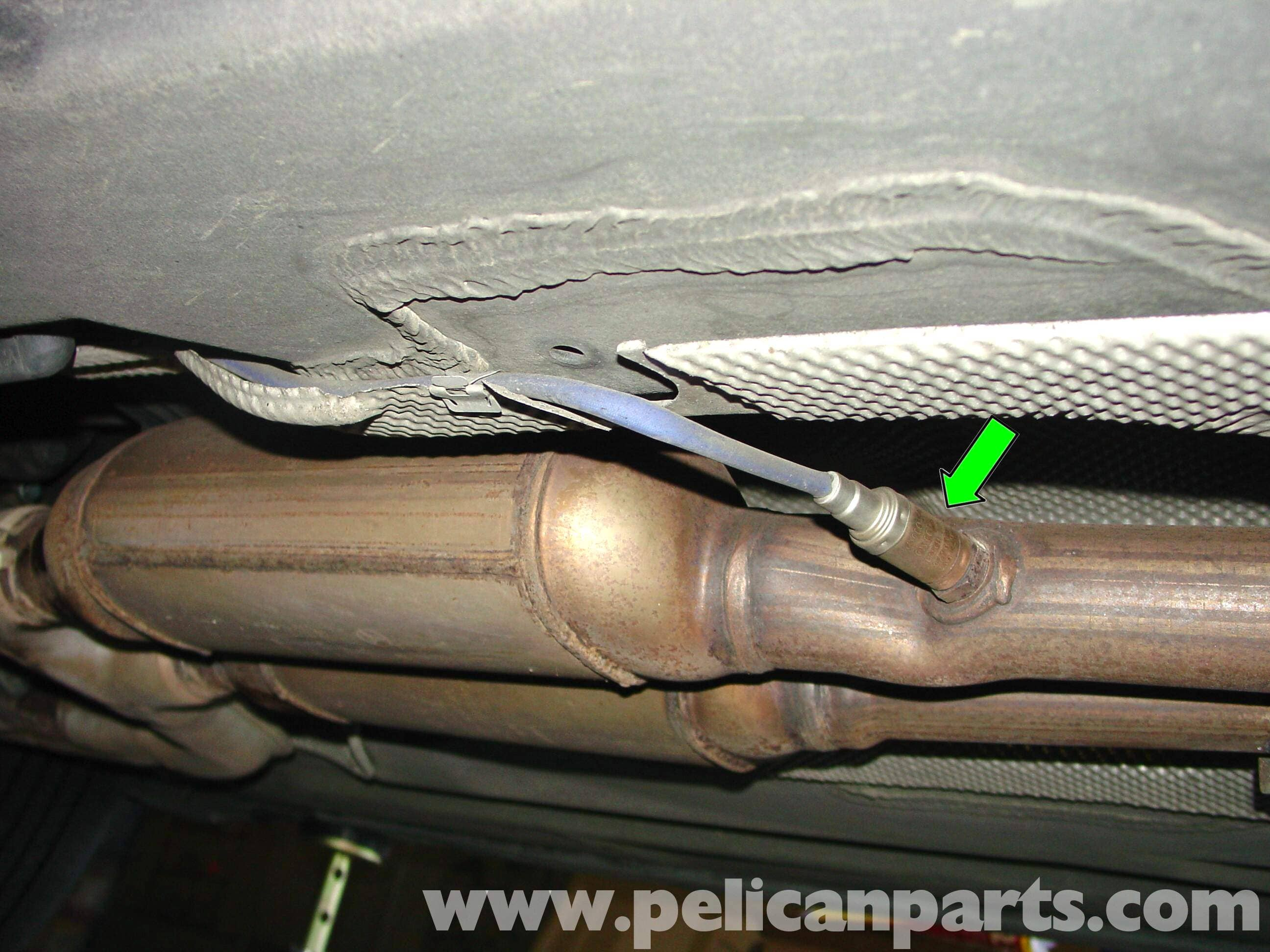 pic01 mercedes benz w210 oxygen sensor replacement (1996 03) e320, e420  at aneh.co