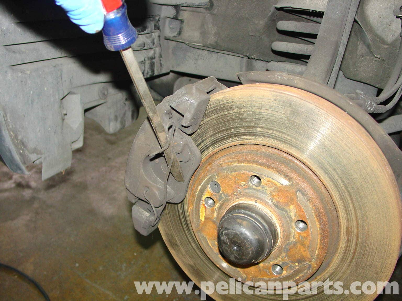 Service manual change front break pads on a 1993 mercedes for Mercedes benz e350 brake pads replacement