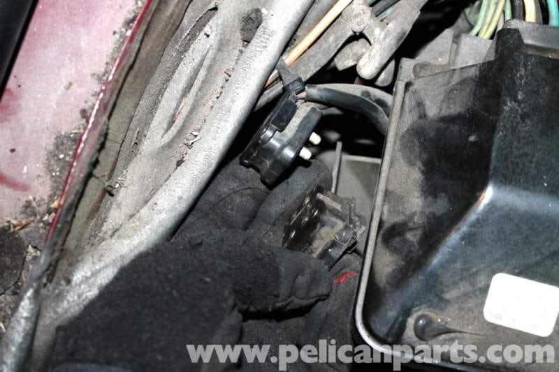 Mercedes benz r107 heater blower motor replacement 1972 for Mercedes benz replacement parts for the interior