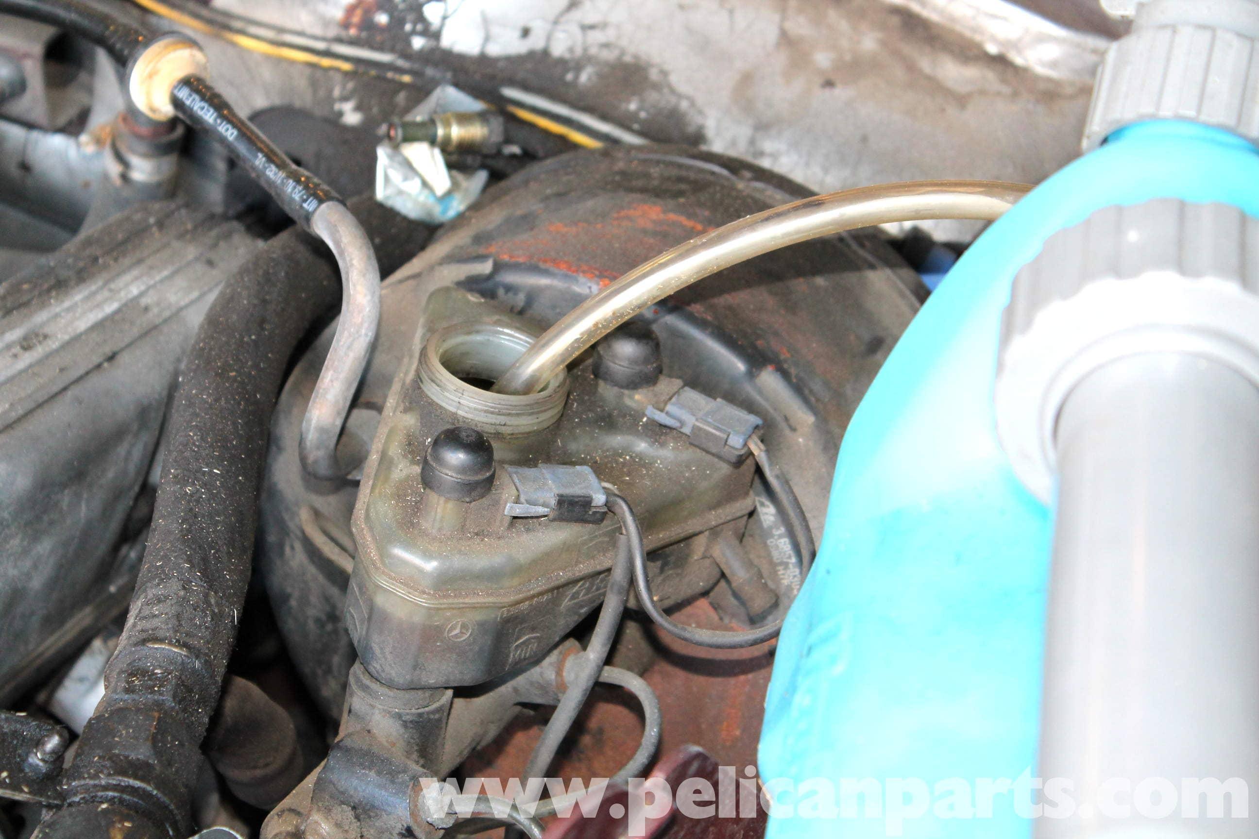 Mercedes-Benz R107 Master Cylinder and Brake Fluid Reservoir ...