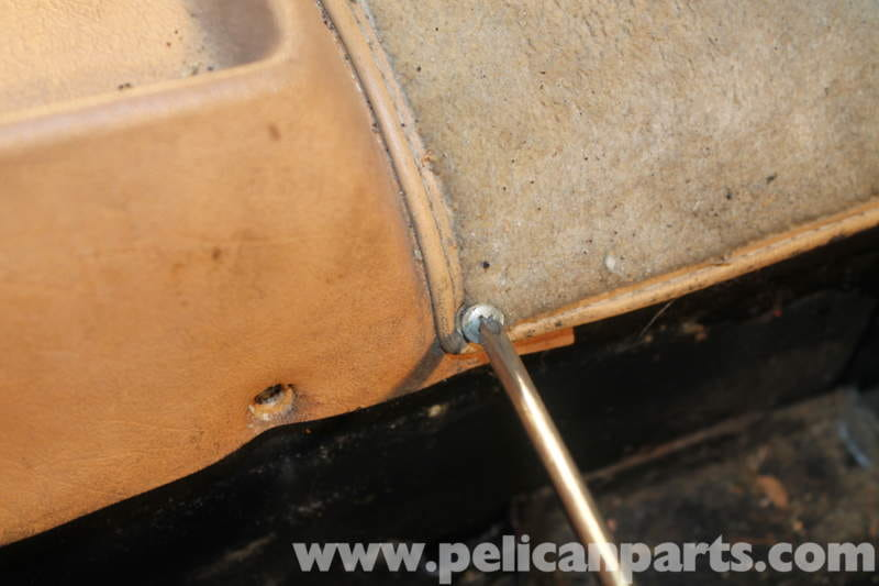 Mercedes-Benz R107 Removal and Installation of Center