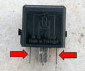 Standard 4-pin relays use pins 85 and 86 (parallel to each other, indicated by arrows) for low current and pins 30 and 87 for the coil-enhanced high current.