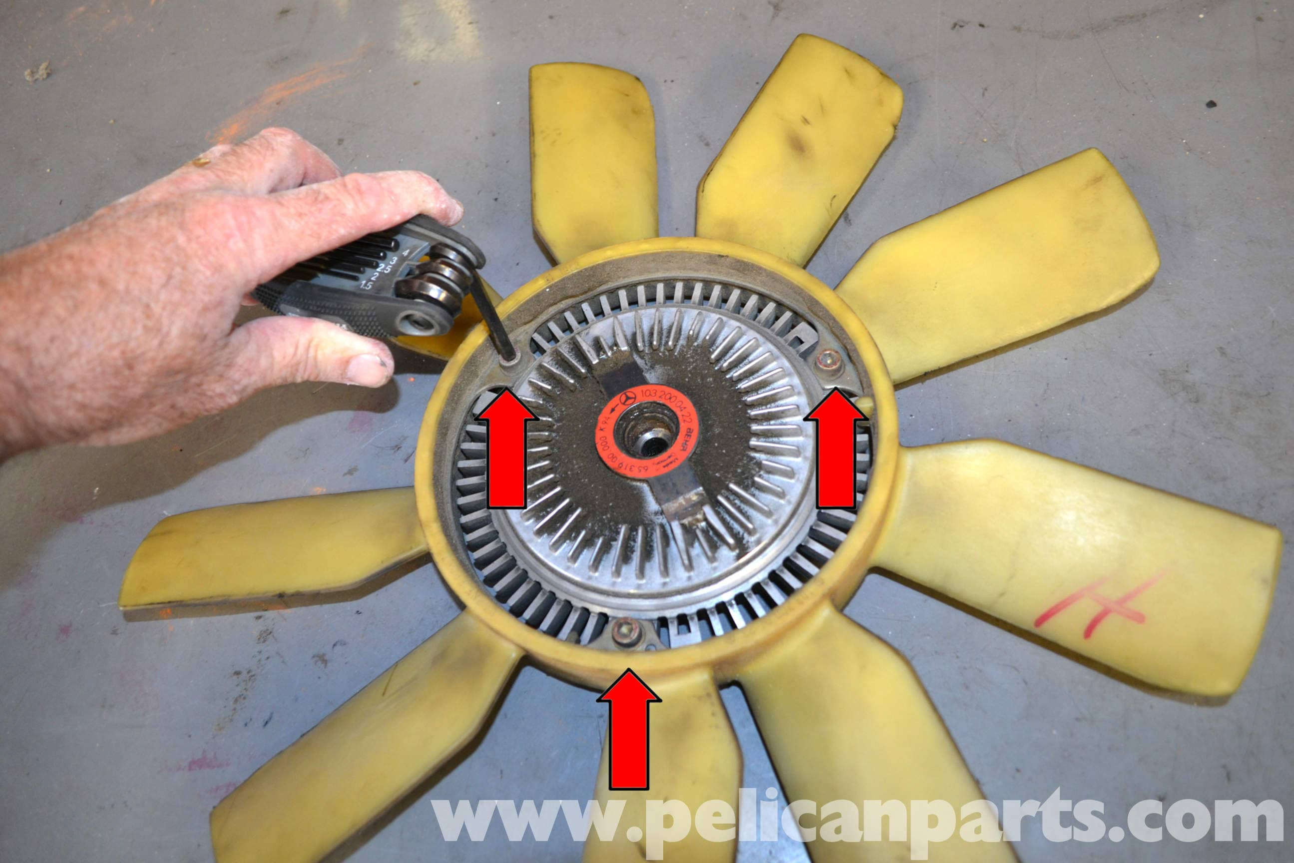 Mercedes-Benz W124 Cooling Fan and Shroud Removal   1986