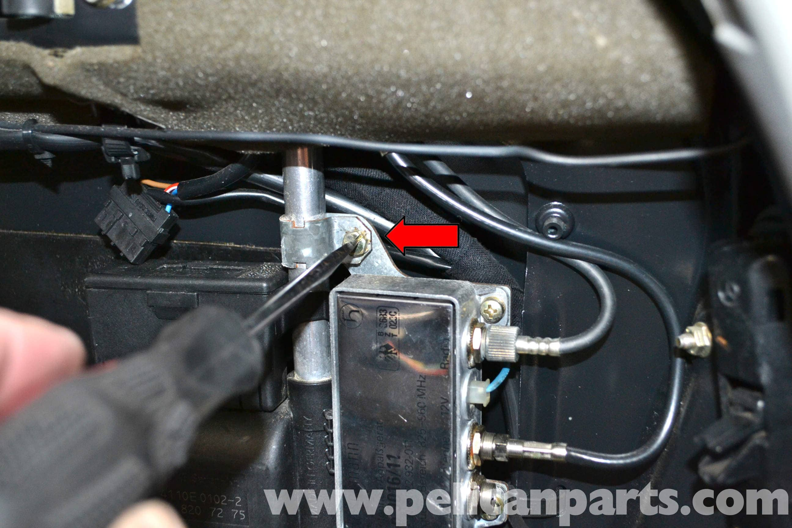 Mercedes-Benz W124 Power Antenna Replacement | 1986-1995 E-Cl ... on