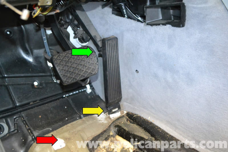 Mercedes Benz W124 Accelerator Pedal Replacement 1986