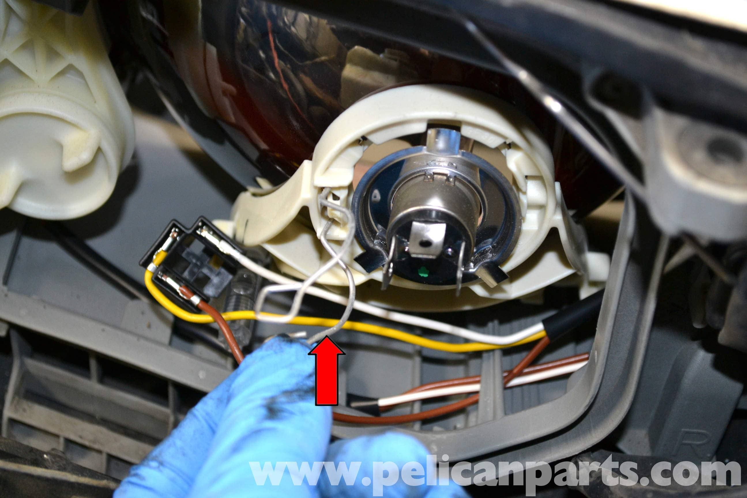 Mercedes-Benz W124 Headlight Assembly and Bulb Replacement