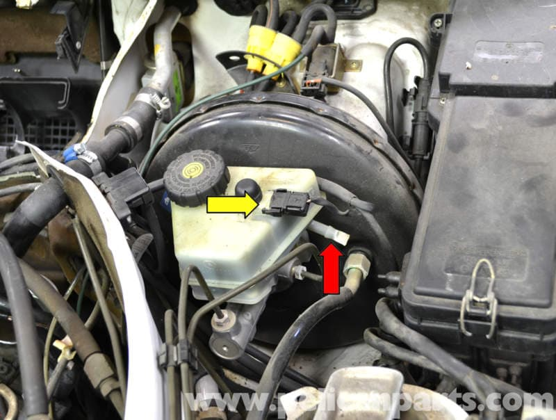 Mercedes benz w124 brake master cylinder and reservoir for Brake lining wear mercedes benz e320