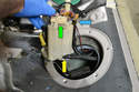 With the pump out of the fuel tank: remove the electrical connection (green arrow), supply line (blue arrow) and return line (yellow arrow).