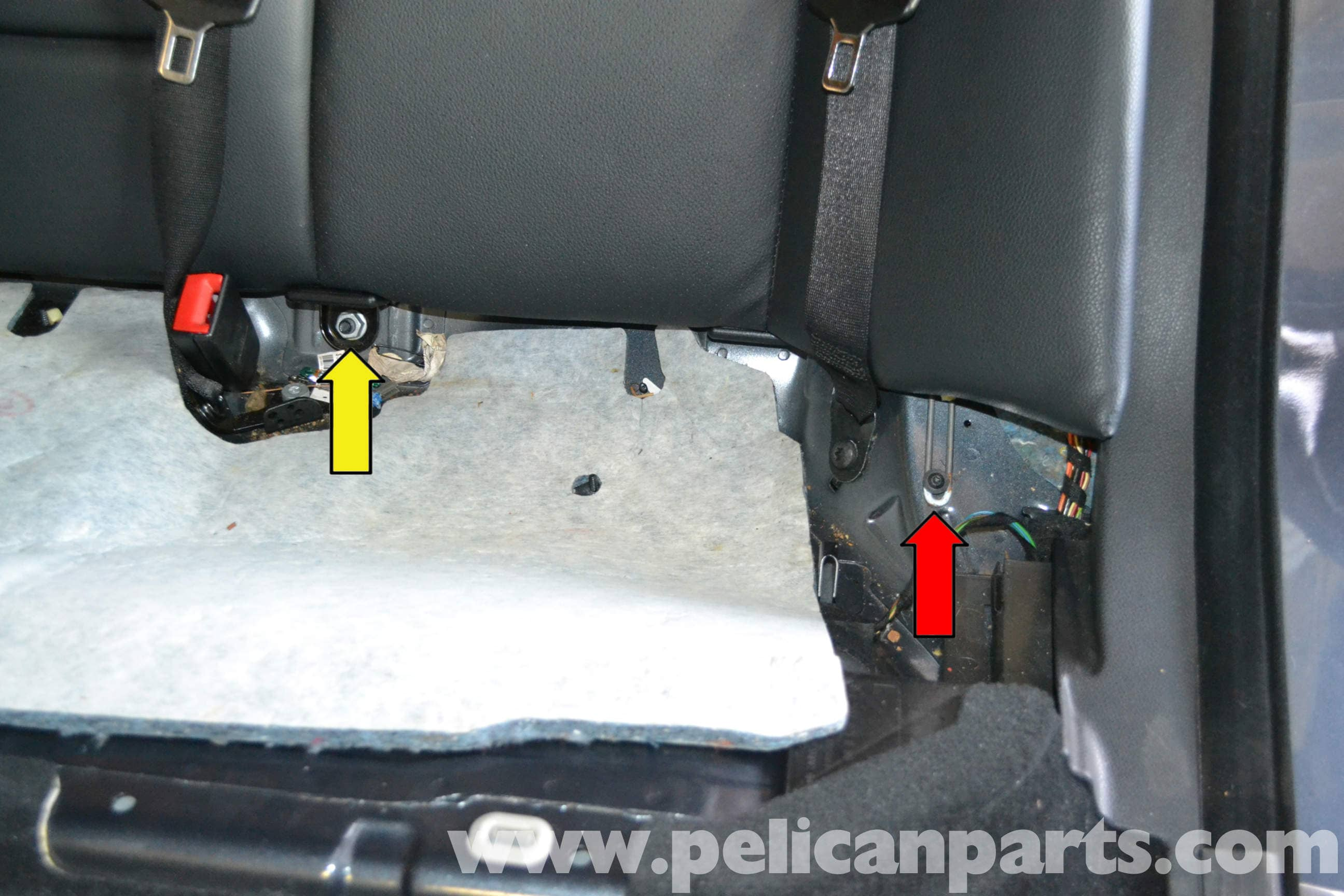 Mercedes-Benz E-Class: Folding the rear seat backrest back