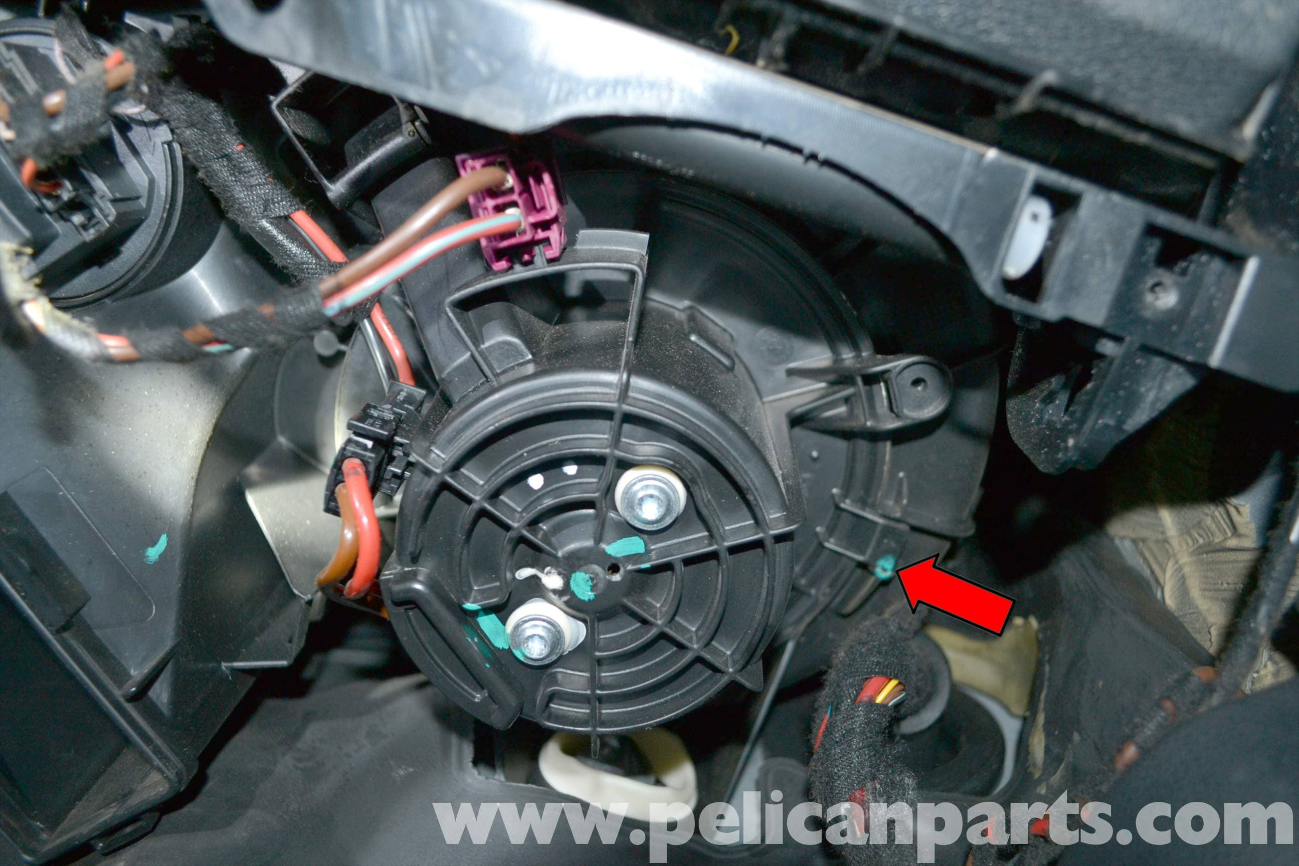 pic06 mercedes benz w204 blower motor replacement (2008 2014) c250 Mercedes C-Class Fuse Box Diagram at bakdesigns.co